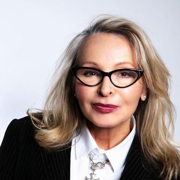 Sabnine Overbeck ist Leiterin und Dozentin der Visagistenschule in Hamburg